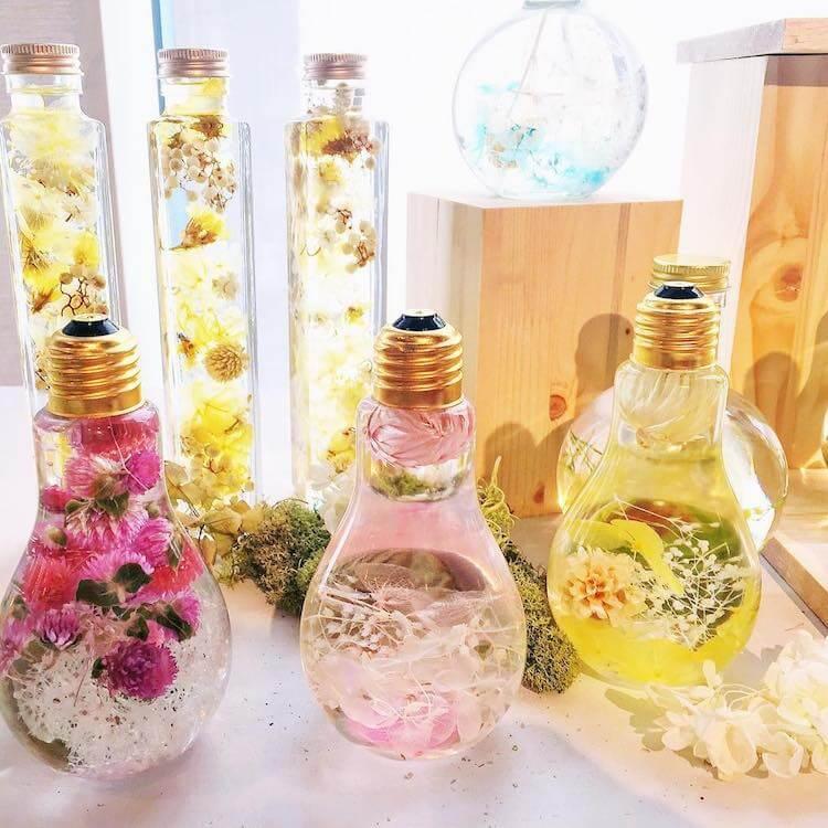 flowers inside light bulbs 2 (1)