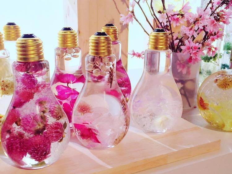 flowers suspended in light bulbs 6 (1)