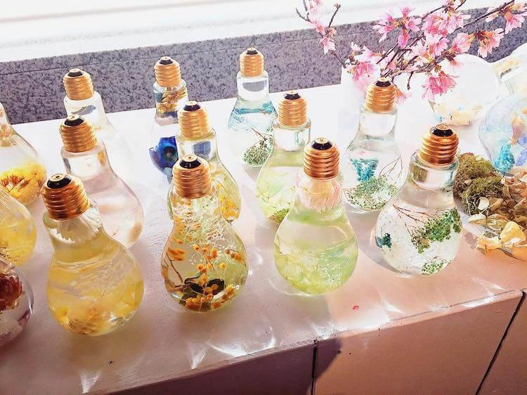 flowers suspended in light bulbs 7 (1)