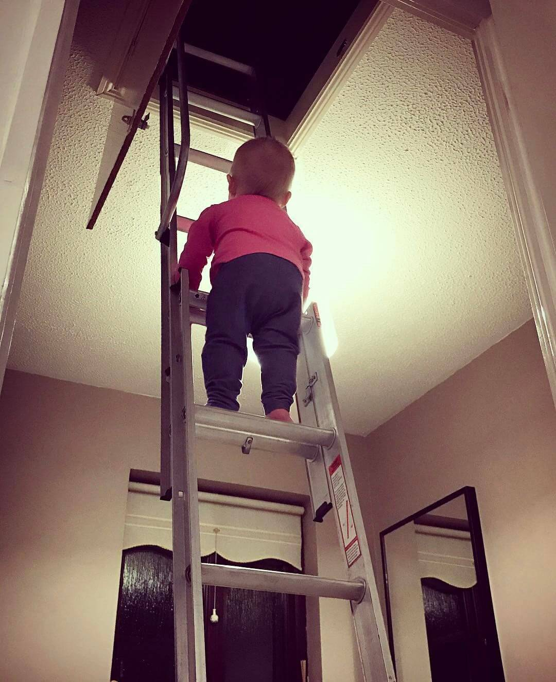 Dad Photoshops his daughter into dangerous situations 4 (1)