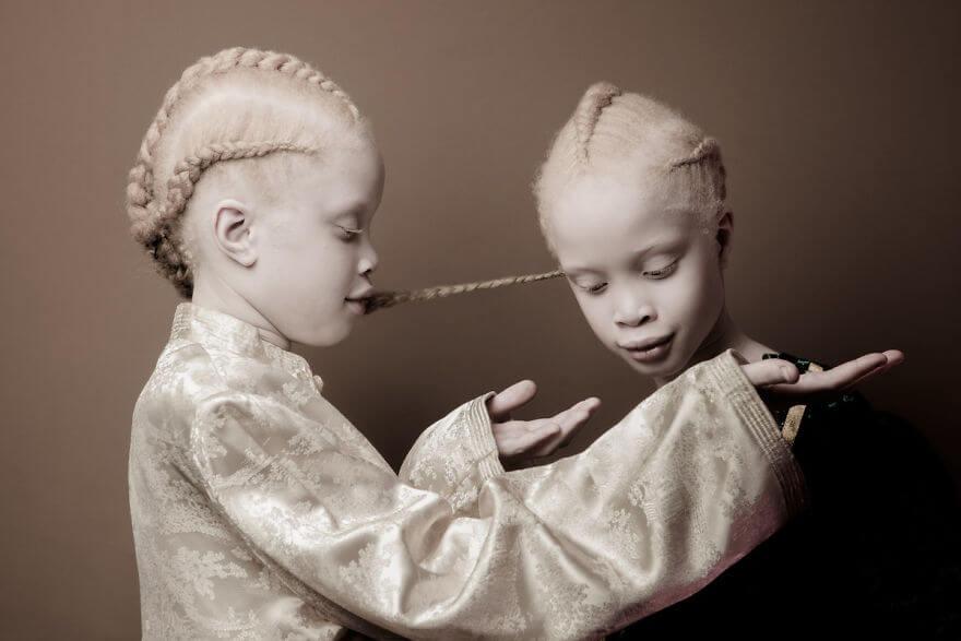 Lara and Mara albino models 6 (1)