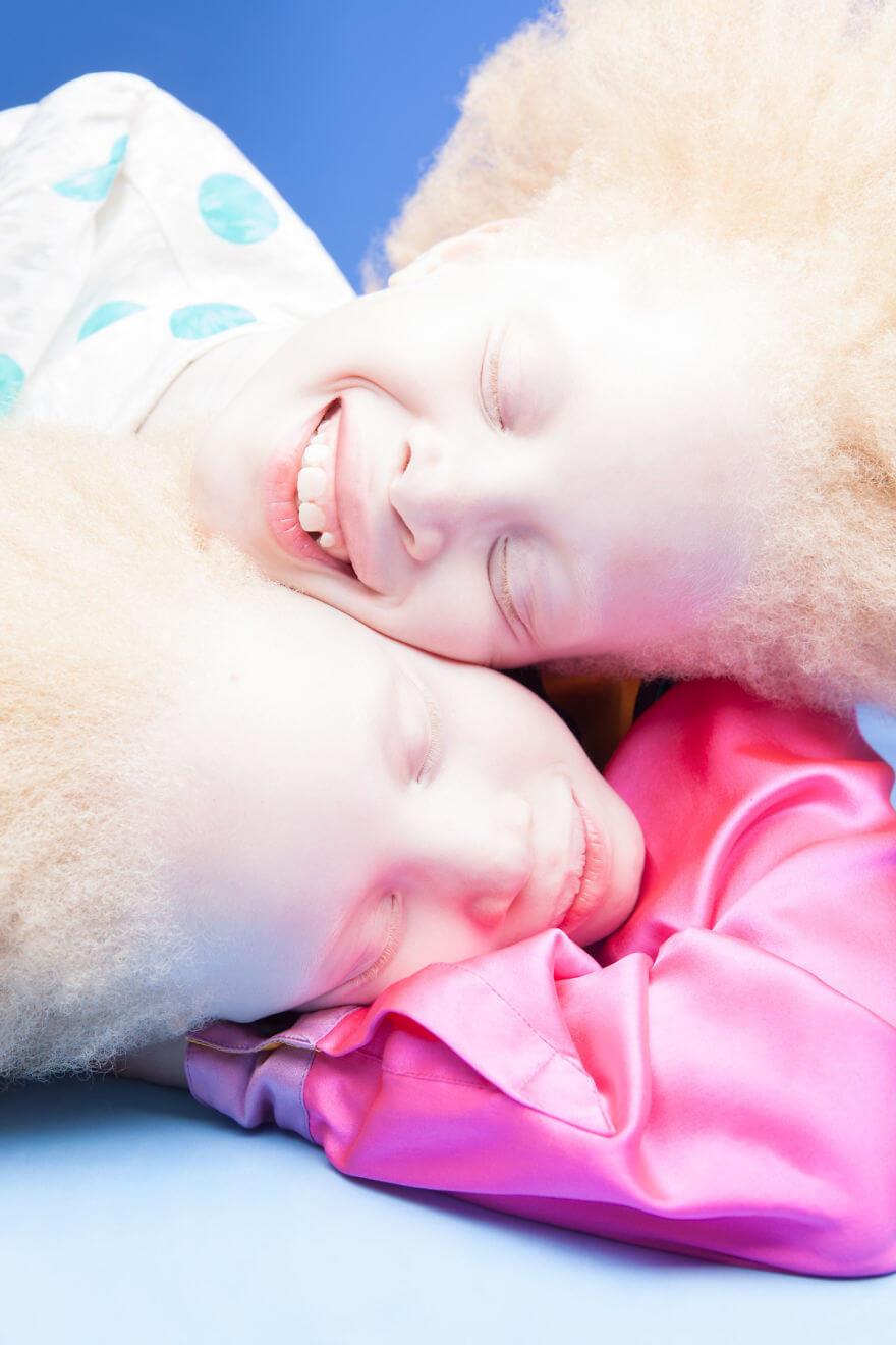 Lara and Mara albino models 7 (1)