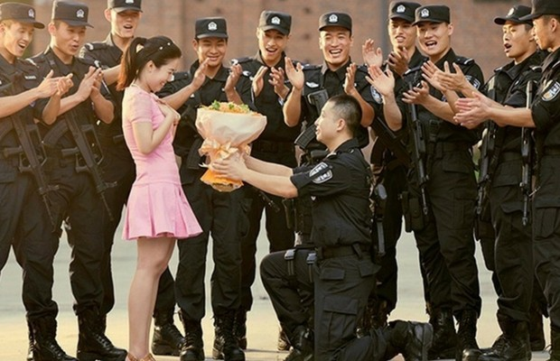 swat officer wedding photos feat