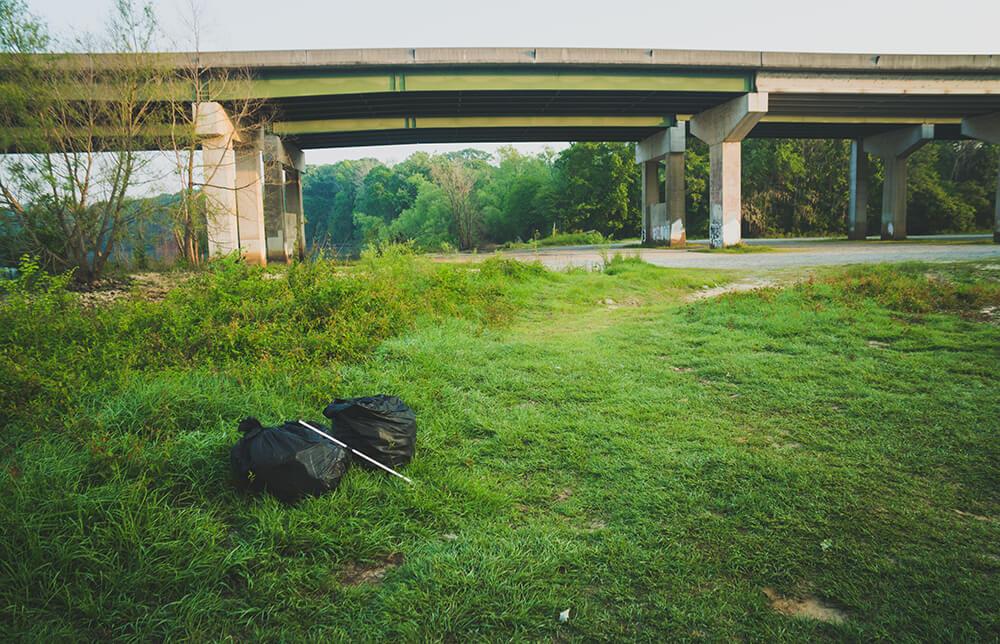 biking accross USA collecting trash 6