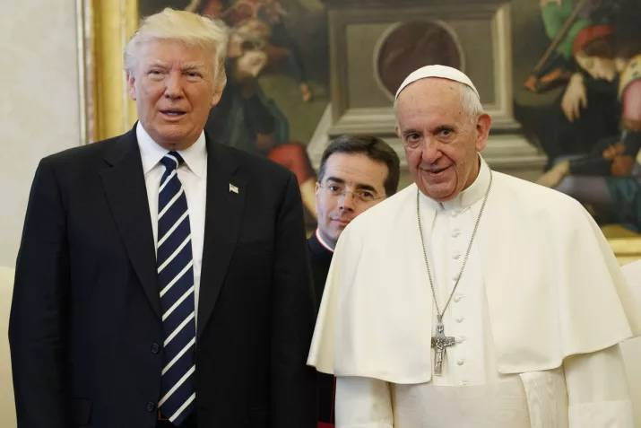 donald trump pope francis awkward photo 12