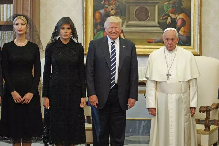 donald trump pope francis awkward photo 14