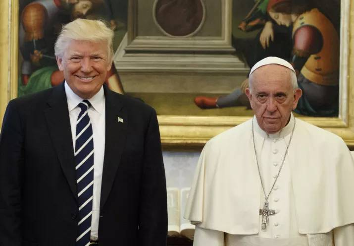 donald trump pope francis awkward photo 15