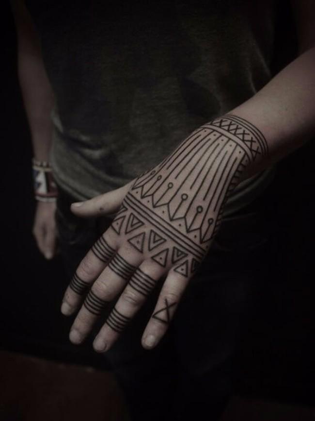 graphic tattoos 37