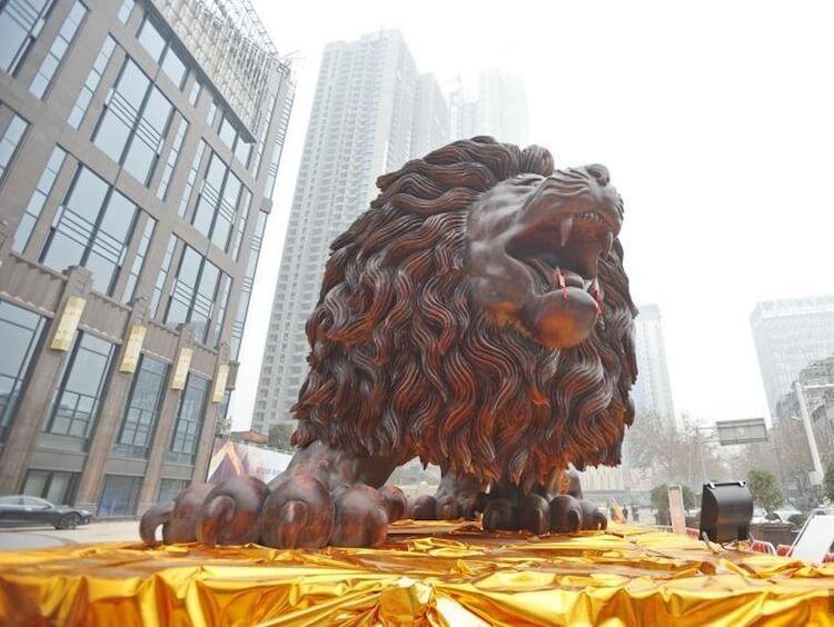 huge lion carving 10 (1)