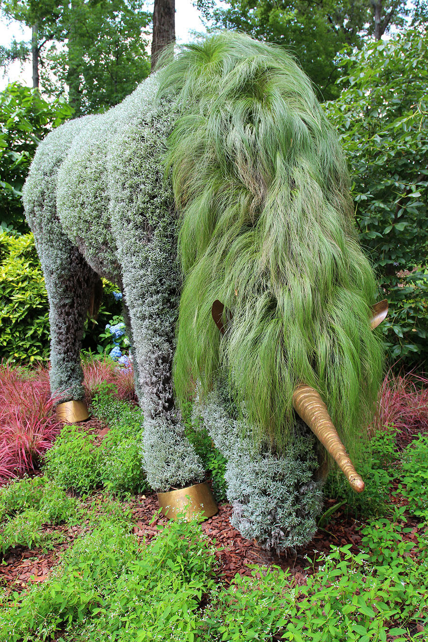 this botanical garden features a 14-foot topiary dragon 13