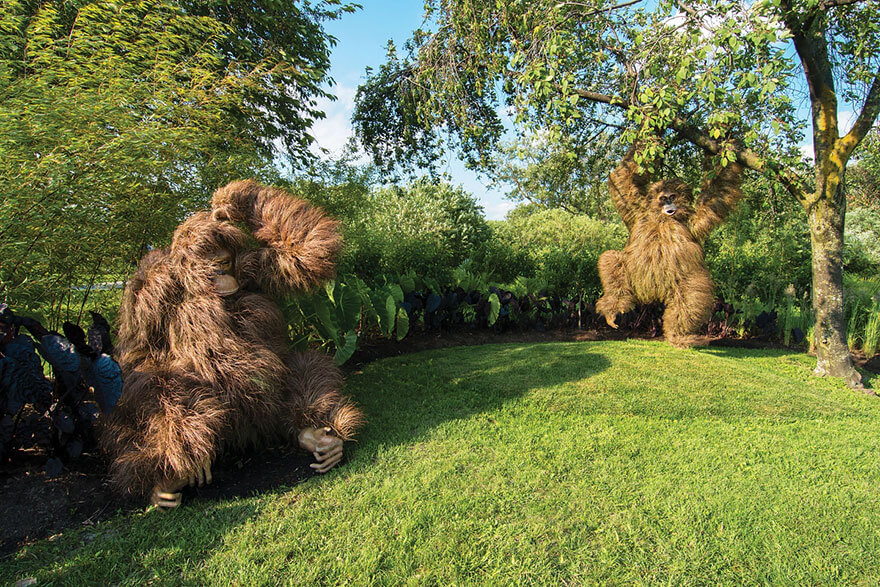 this botanical garden features a 14-foot topiary dragon 3