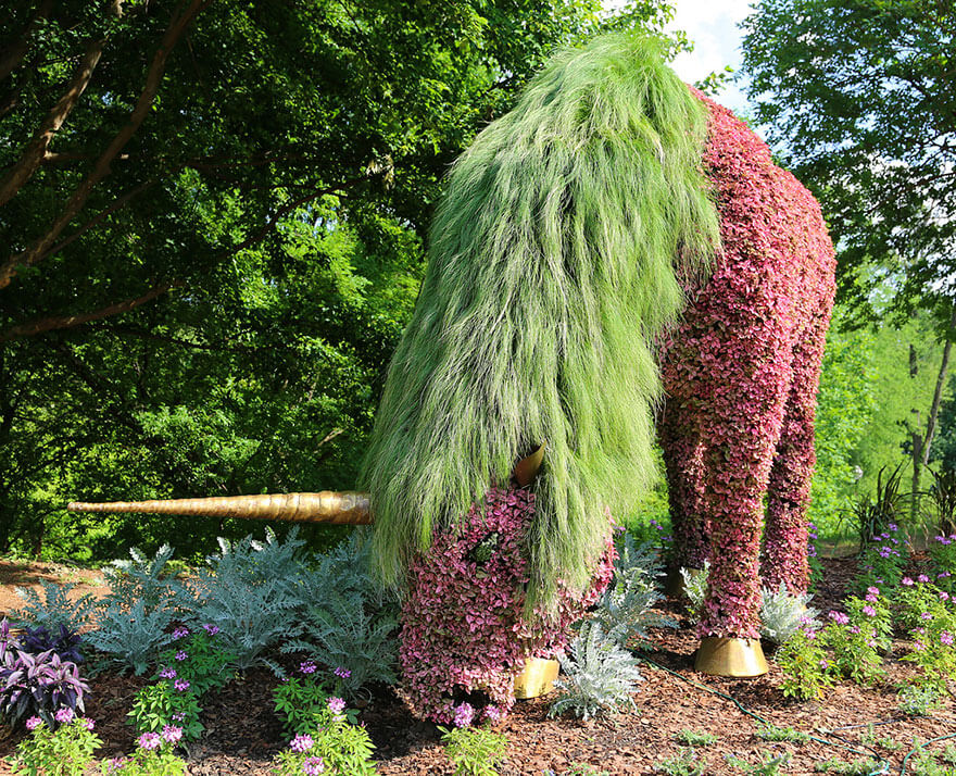 this botanical garden features a 14-foot topiary dragon 6