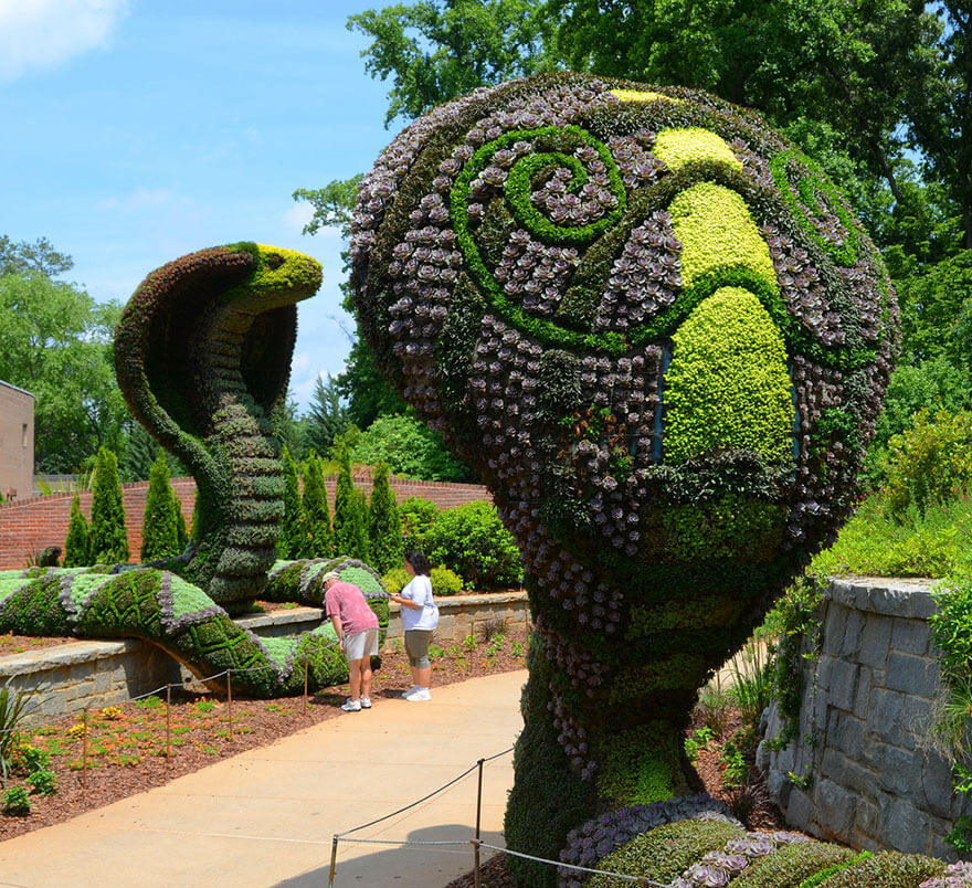 this botanical garden features a 14-foot topiary dragon 9