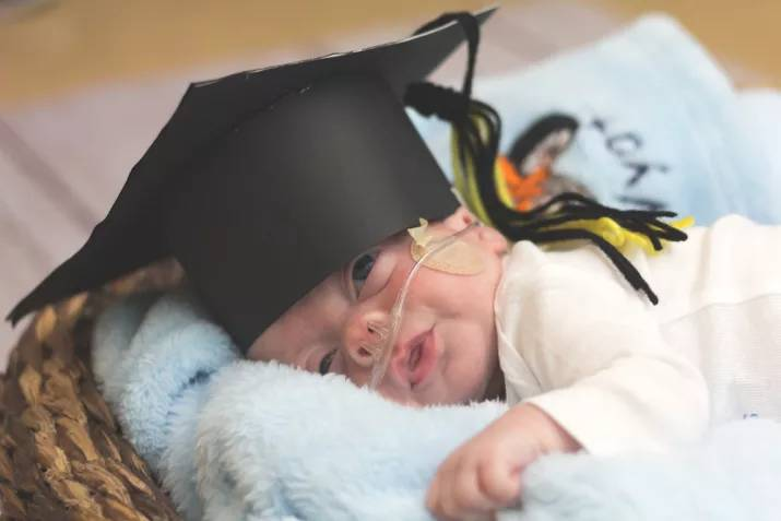 Nurses Are Holding Graduation Ceremonies For Babies Leaving The NICU 8