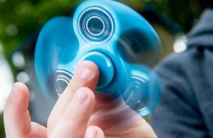 fidget spinner feat
