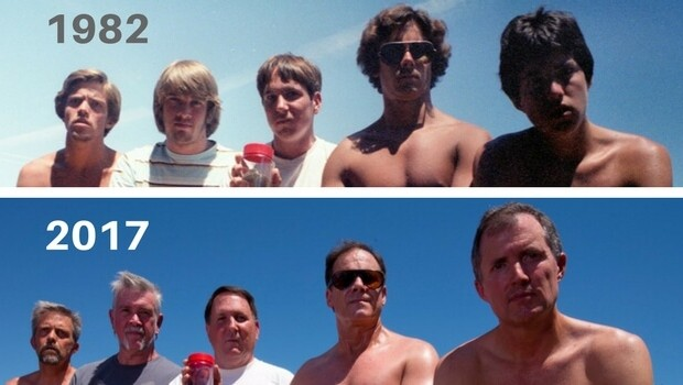 five friends same photo 35 years feat (1)