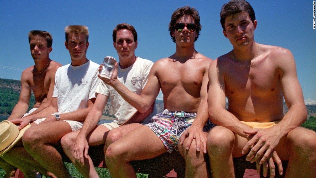five friends take same photo 35 years 2
