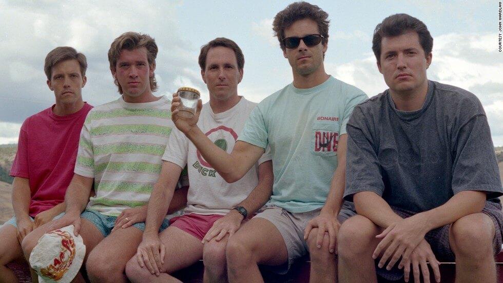 five friends take same photo 35 years 3