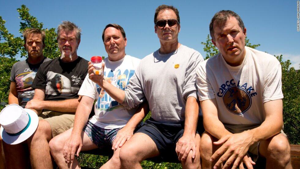 five friends take same photo 35 years 7