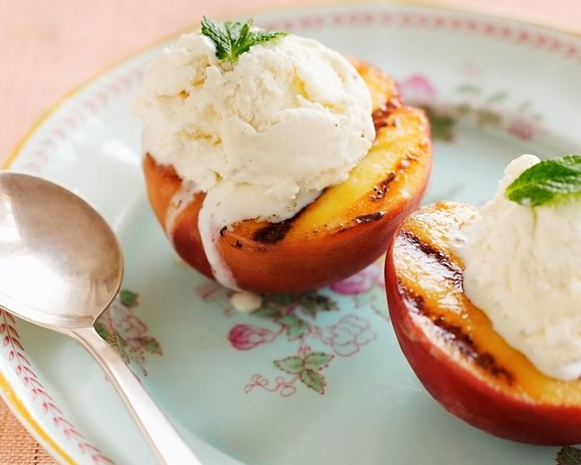 Grilled Peaches with ice cream