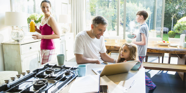 rsz_landscape-1485384513-family-with-breakfast-and-laptop-in-morning-kitchen
