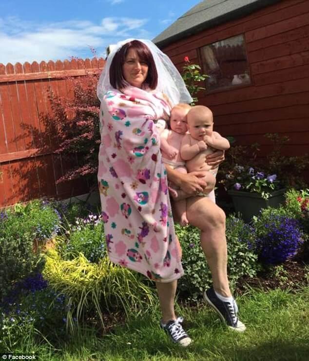Irish mother of twins replicates Beyonce baby reveal photo 3 (1)