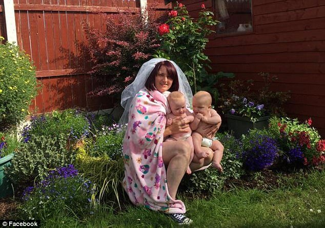 Irish mother of twins replicates Beyonce baby reveal photo 4 (1)