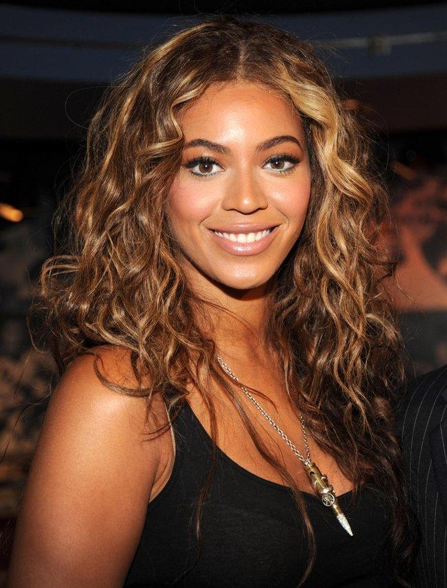 rsz_4c6df40b4e435bfaff4a0c7d8e3cb28f--hairstyles-for-curly-hair-cute-hairstyles