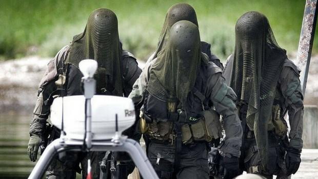 special forces uniforms feat (1)