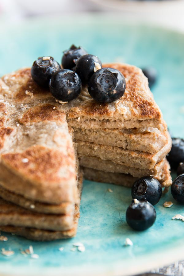 4-ingredient-vegan-banana-oat-pancakes-recipe-image-4