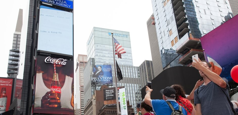 Coca Cola World's First 3D Robotic Sign in Times Square 2 (1)