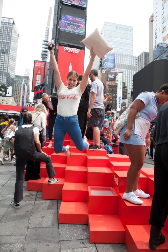 Coca Cola World's First 3D Robotic Sign in Times Square 5 (1)