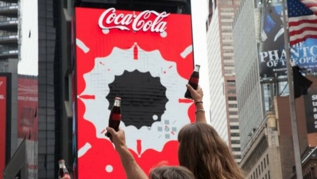 coca cola 3d robotic sign times square feat (1)