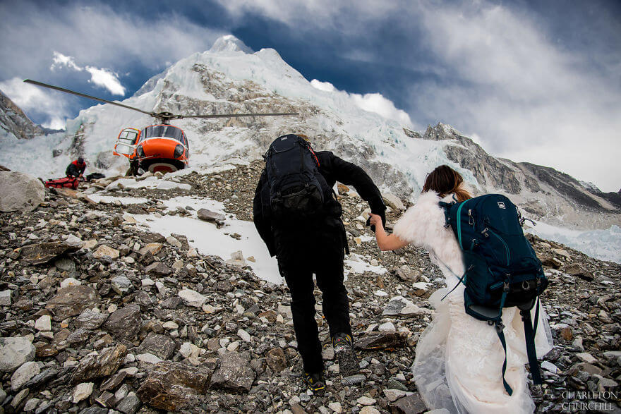 couple gets married on mount everest 18 (1)