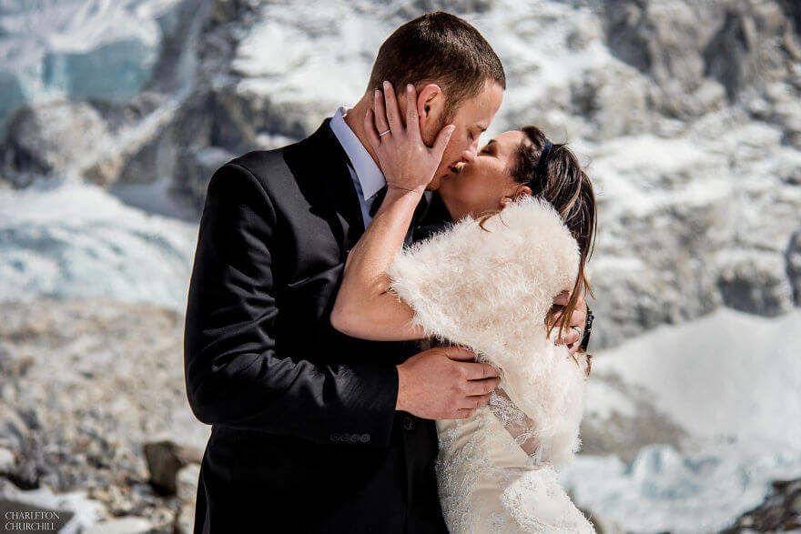 couple wedding photos on mount everest 8 (1)