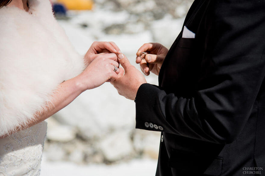 couple wedding photos on mount everest 9 (1)