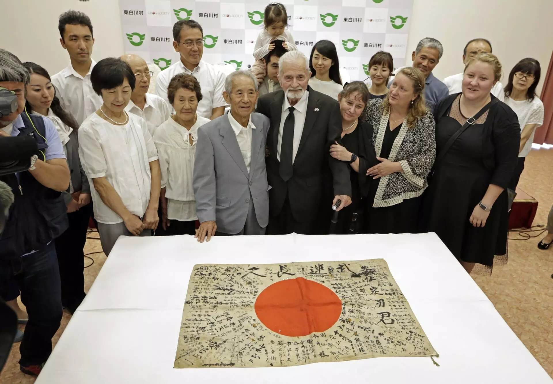 ww2_veteran_returns_japan_flag_to_dead_soldier_fam (1) (1)