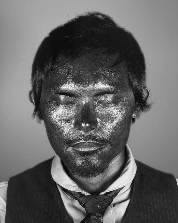 How our skin under ultraviolet light looks like 3 (1)