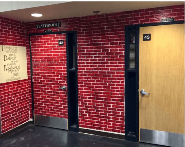 teacher transforms classroom into harry potter theme world 1 (1)