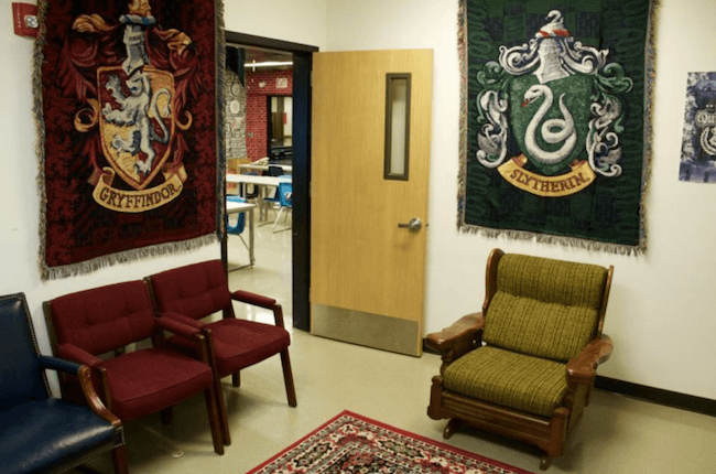 teacher transforms classroom into harry potter theme world 24 (1)
