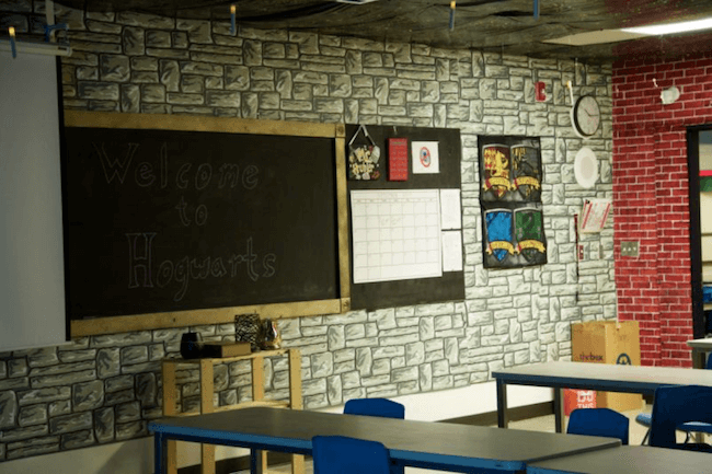 teacher transforms classroom into harry potter theme world 26 (1)