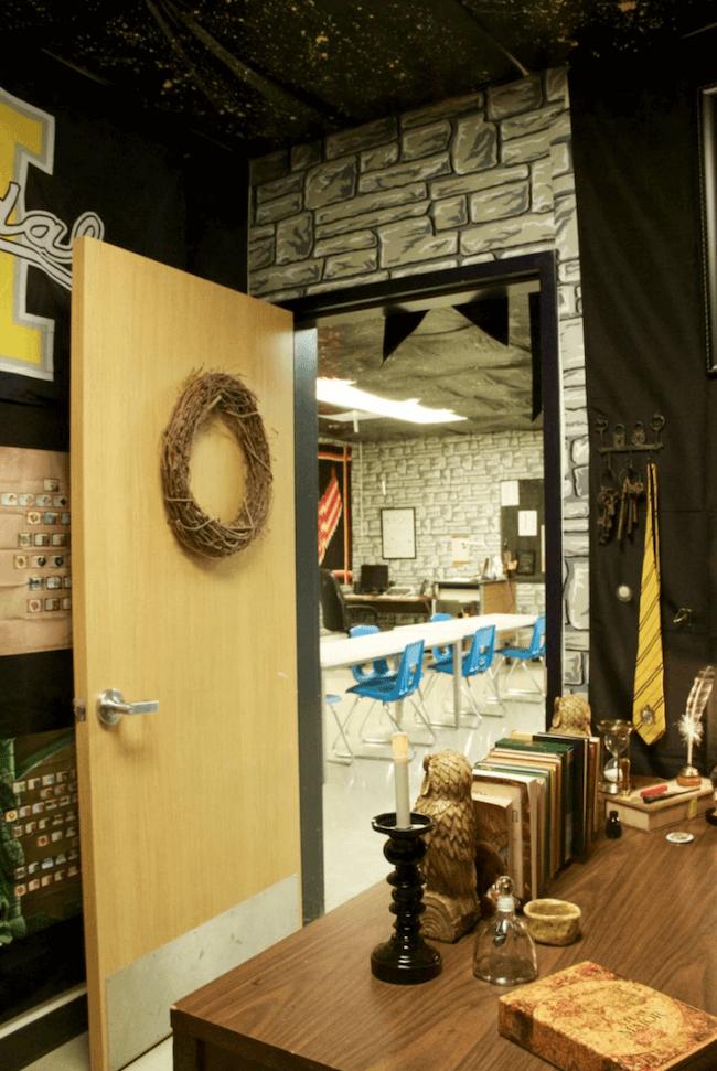 teacher transforms classroom into harry potter theme world 5 (1)