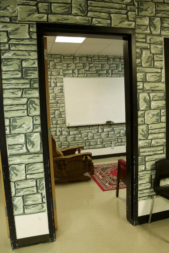teacher transforms classroom into harry potter theme world 8 (1)