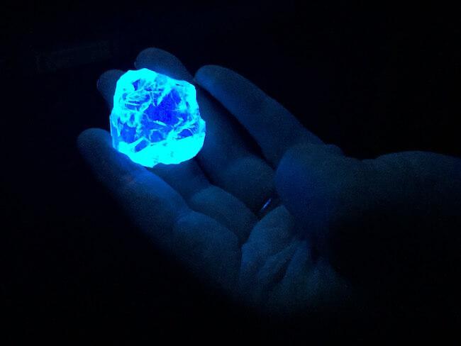 stuff that glow under uv light 12 (1)