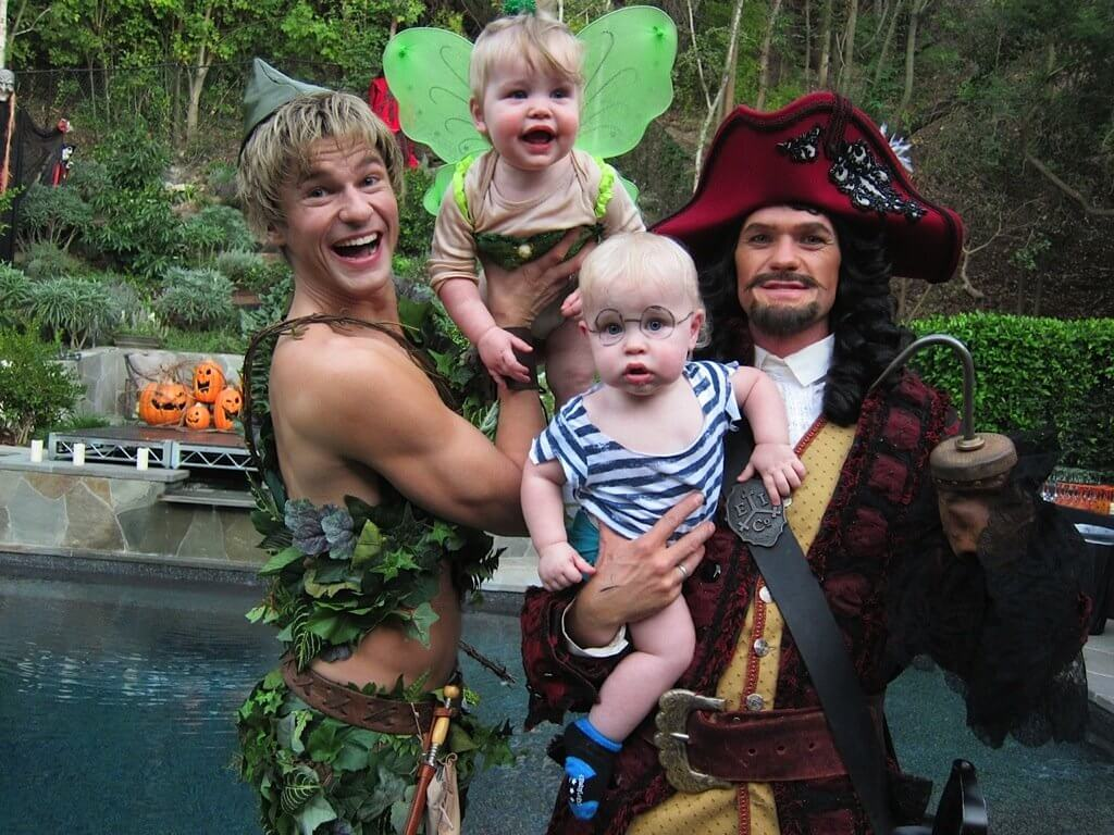 Neil Patrick Harris and family own Halloween (1)