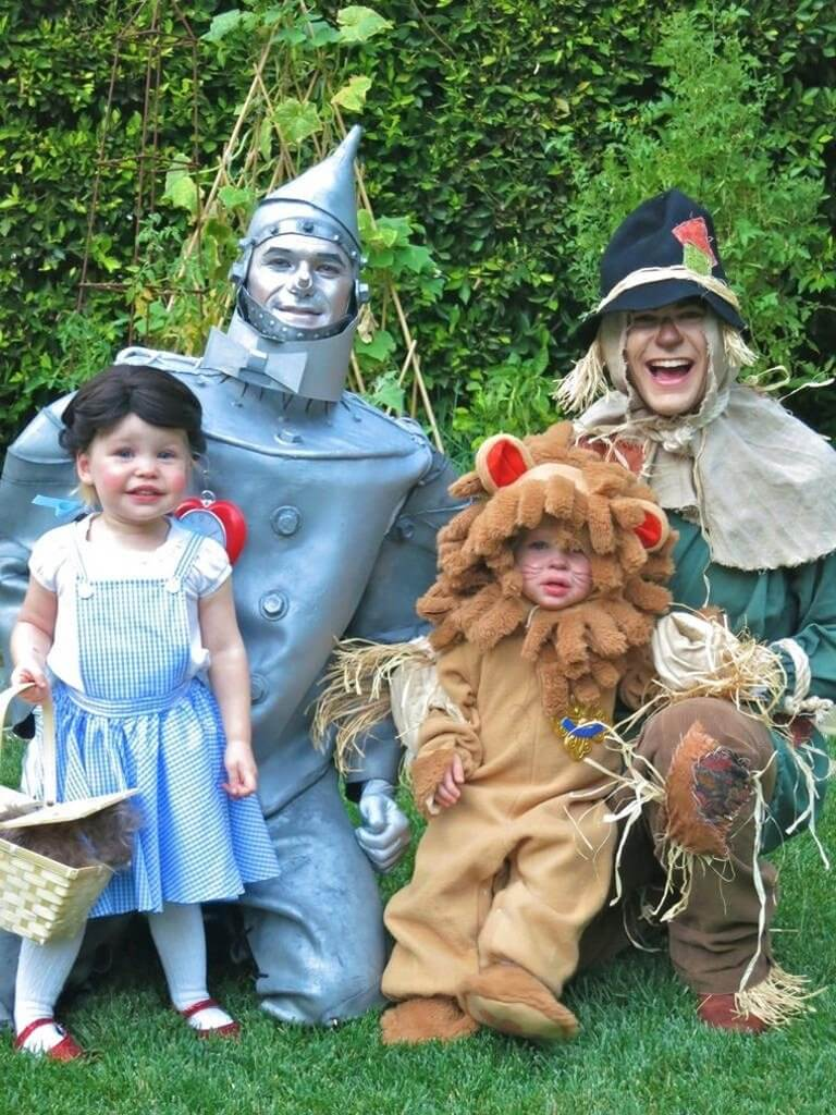 Neil Patrick Harris and family own Halloween 2 (1)