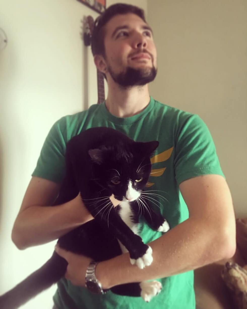 man takes pictures with every cat he meets 13 (1)