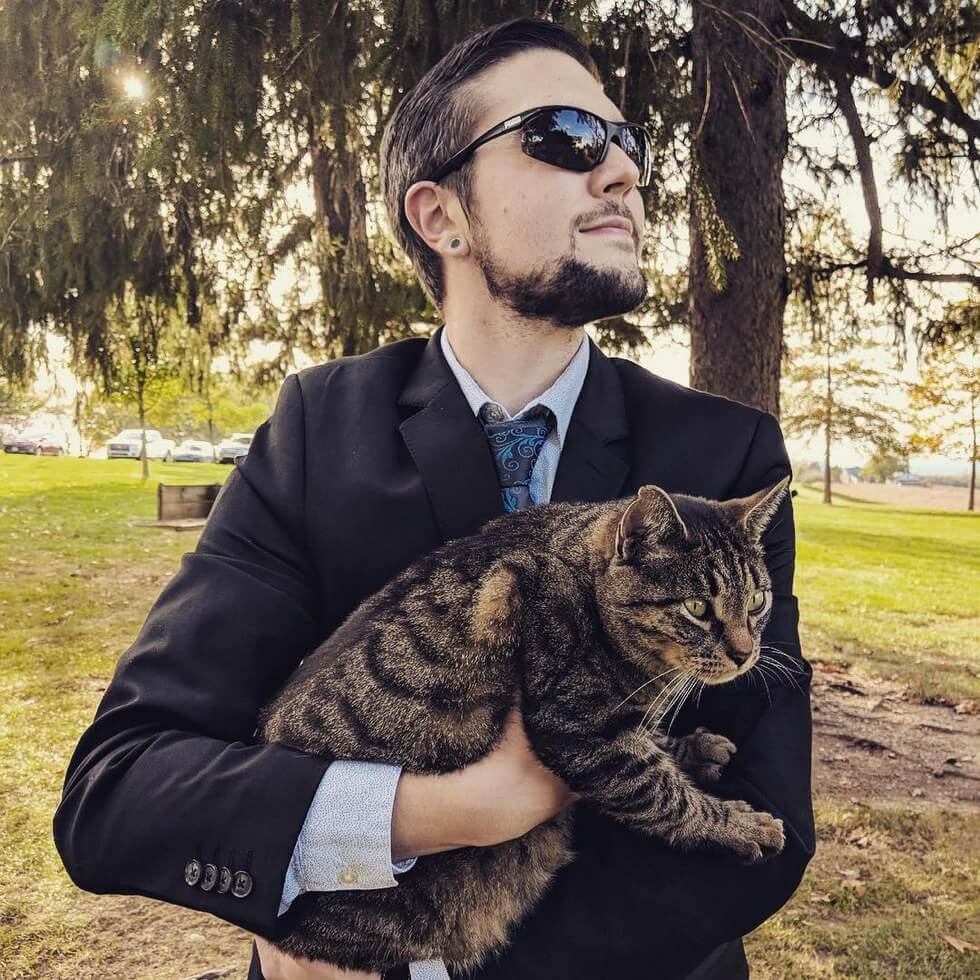 man takes pictures with every cat he meets 2 (1)