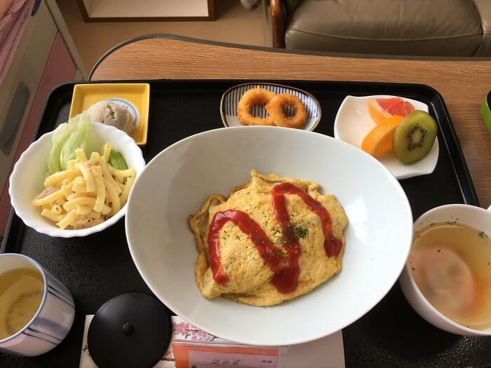 woman giving birth in japan shows amazing hospital food (1)