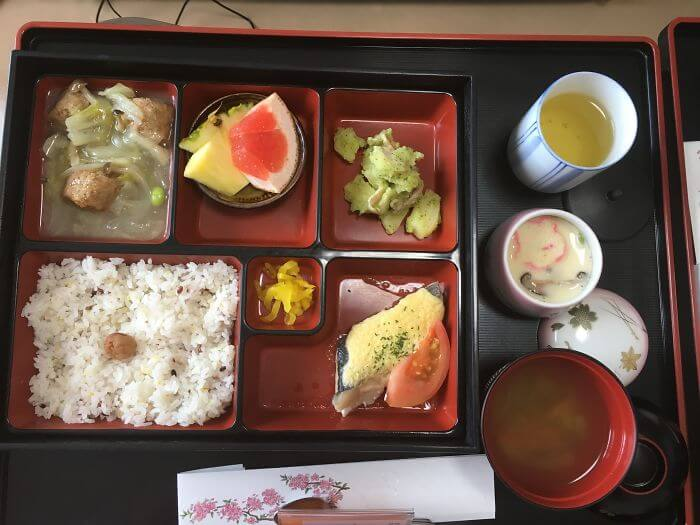 woman giving birth in japan shows amazing hospital food 12 (1)